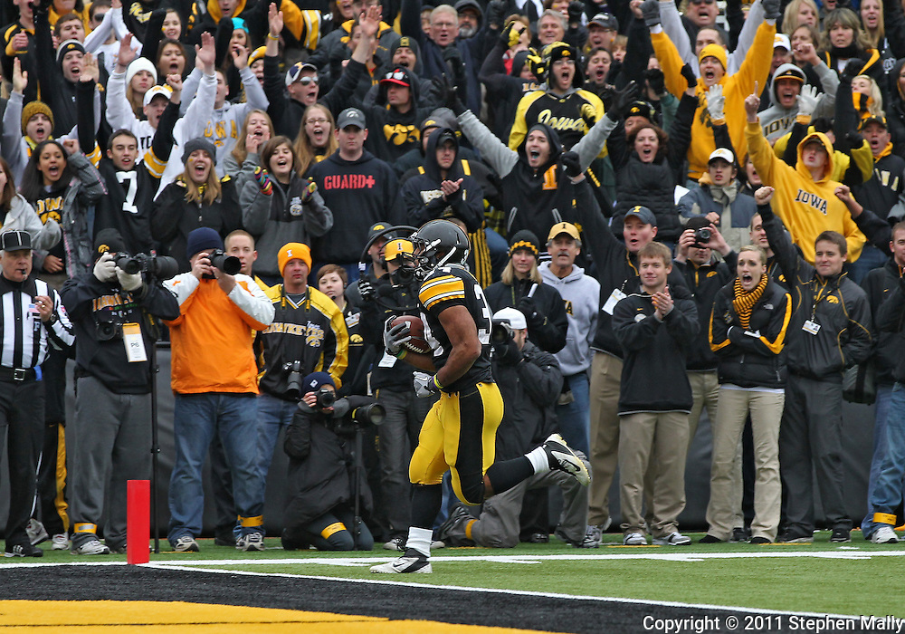 November 05, 2011: Iowa Hawkeyes running back Marcus Coker (34) runs 13 yards for a touchdown during the second half of the NCAA football game between the Michigan Wolverines and the Iowa Hawkeyes at Kinnick Stadium in Iowa City, Iowa on Saturday, November 5, 2011. Iowa defeated Michigan 24-16.