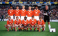 Fotball<br /> EM-sluttspillet 1992<br /> Nederland v Skottland<br /> Foto: Digitalsport<br /> Norway Only<br /> Lagbilder Nederland:<br /> Bak fra venstre: Frank Rijkard, Marco van Basten, Dennis Bergkamp, Ronald Koeman, Ruud Gullit, Hans van Breukelen<br /> Foran fra venstre: Adrie van Tiggelen, Jan Wouters, Bryan Roy, Richard Witschke, Frank de Boer
