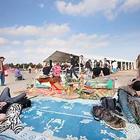 Nederland, Amsterdam , 25 september 2011..Als onderdeel van cultuurfestival De Rode Loper..Feest met muziek, kinderactiviteiten en loungen op de zandvlakte en toekomstig Strand Oost op de Vrijstaatkade in het kader van feest en open ateliers in Amsterdam Oost..Foto:Jean-Pierre Jans