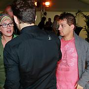 NLD/Hilversum/20110615 - Presentatie AVRO Een Zomer vol Kunst en Cultuur, Lola Brood en partner (roze shirt)