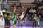 DESCRIZIONE : Roma Lega A 2014-15 <br /> Acea Virtus Roma - Sidigas Avellino <br /> GIOCATORE : Ramel Curry<br /> CATEGORIA : equilibrio tiro tecnica controcampo <br /> SQUADRA : Acea Virtus Roma<br /> EVENTO : Campionato Lega A 2014-2015 <br /> GARA : Acea Virtus Roma - Sidigas Avellino <br /> DATA : 04/04/2015<br /> SPORT : Pallacanestro <br /> AUTORE : Agenzia Ciamillo-Castoria/GiulioCiamillo<br /> Galleria : Lega Basket A 2014-2015  <br /> Fotonotizia : Roma Lega A 2014-15 Acea Virtus Roma - Sidigas Avellino