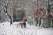 Nederland, Ubbergen, 27-12-2014Sneeuwval in Midden en zuid nederland. Het levert schilderachtige beelden op, maar is voor het verkeer , fietsers en de postbode onaangenaam.FOTO: FLIP FRANSSEN/ HOLLANDSE HOOGTE
