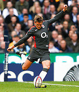 Toby Flood of England kicks his first penalty during the Investec series international between England and Australia at Twickenham, London, on Saturday 13th November 2010. (Photo by Andrew Tobin/SLIK images)
