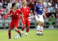 Fotball<br /> Treningskamp Friendly<br /> 05.08.08<br /> Ullevaal Stadion<br /> Vålerenga VIF - Liverpool FC<br /> Yossi Benayou med Fernando Torres og Andre Muri i bakgrunnen<br /> Foto - Kasper Wikestad