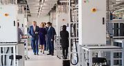 Koning Willem-Alexander tijdens de opening van het Microsoft Quantum Lab Delft op de campus van TU Delft. In het lab wordt gebouwd aan een quantumcomputer gebaseerd op zogenoemde majorana-deeltjes.v<br /> <br /> King Willem-Alexander at the opening of the Microsoft Quantum Lab Delft on the campus of TU Delft. The lab is being built on a quantum computer based on so-called majorana particles.