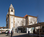 Igreja de Santa Maria da Devesa church on market day, Castelo de Vide, Alto Alentejo, Portugal, southern Europe
