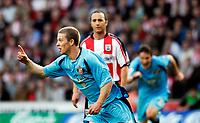Photo: Alan Crowhurst.<br />Southampton v Sunderland. Coca Cola Championship. 09/04/2007. Sunderland's Grant Leadbitter scores 1-2.