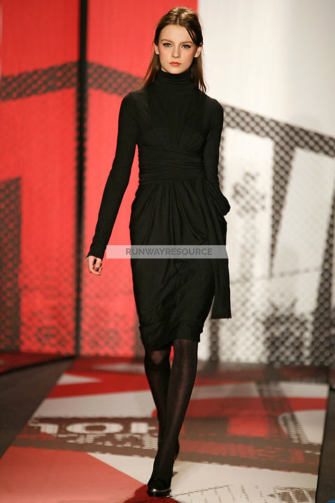 A model wearing the DKNY Fall 2009 Collection