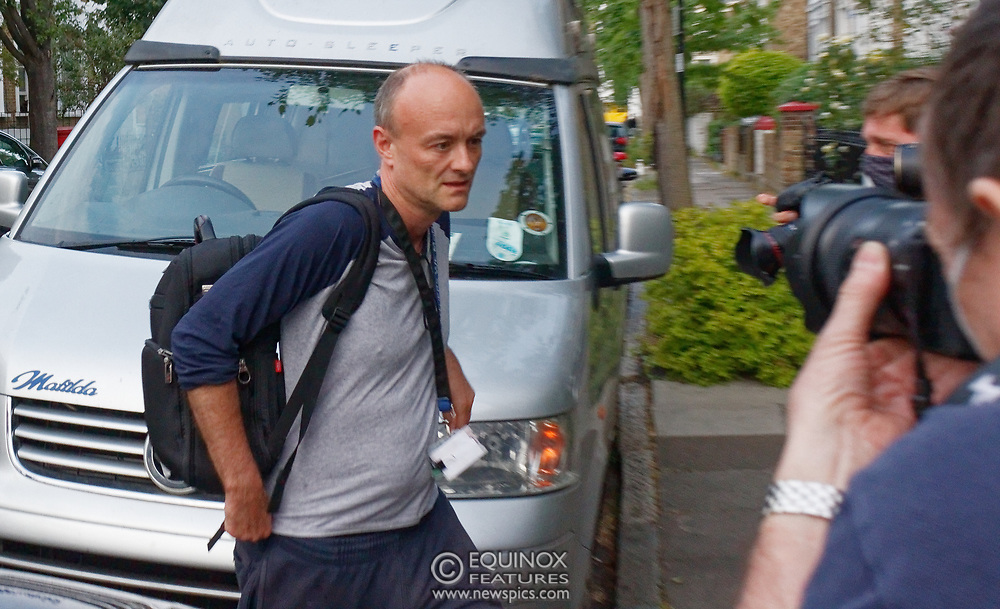 London, United Kingdom - 26 May 2020<br /> Boris Johnsons political advisor Dominic Cummings arriving home. The scene at Dominic Cummings home in North London today where two or three supporters turned up to support of him as he arrived home. Islington, London, England, UK.<br /> **VIDEO AVAILABLE**<br /> (photo by: JKM / EQUINOXFEATURES.COM)<br /> Picture Data:<br /> Photographer: JKM / Equinox Features<br /> Copyright: ©2020 Equinox Licensing Ltd. +443700 780000<br /> Contact: Equinox Features<br /> Date Taken: 20200526<br /> Time Taken: 20263523<br /> www.newspics.com