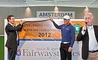 AMSTERDAM - Golfprofessional Floris de Vries (r) en NGF direkteur Jeroen Stevens openen de Amsterdam Golf Show 2012 in de Amsterdamse Rai. rechts jan kees van der Velden. Foto Koen Suyk