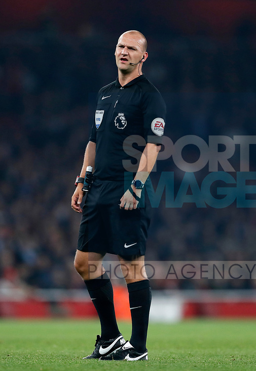 Referee Bobby Madley in action during the premier league match at the Emirates Stadium, London. Picture date 25th September 2017. Picture credit should read: David Klein/Sportimage