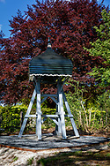 05-05-2020: De Hoeve, Weststellingwerf - Klokkenstoel bij kerkje en begraafplaats