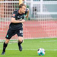 07.10.2020, wohninvest Weserstadion Platz 11, Bremen, GER, FSP SV WERDER BREMEN  vs 1. FC St. Pauli<br /> <br /> im Bild / picture shows <br /> <br /> Christian Groß / Gross (Werder Bremen #36)<br /> Einzelaktion, Ganzkörper / Ganzkoerper <br />  ,Ball am Fuss, <br /> Querformat<br /> <br /> Foto © nordphoto / Kokenge