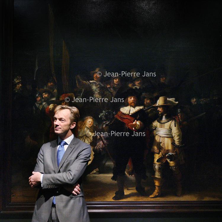 Nederland, Amsterdam , 26 oktober 2011..Directeur Wim Pijbes van Rijksmuseum bij de Nachtwacht van Rembrandt die nu verlicht wordt door led-verlichting van Philips..Foto:Jean-Pierre Jans