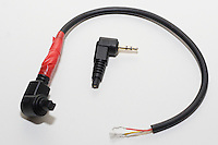N3-kabelen som tidligere ble brukt til en annen fjernkontroll. Her er ene enden klipt og de tre ledningene avisolert. Desse tre ledningene loddes fast i de tre polene på overgangen fra Neutrik.<br /> Foto: Svein Ove Ekornesvåg
