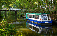 OUDEMIRDUM - Met de boot naar de golfbaan , over de Sminkevaart. Golfclub Gaasterland ligt in Zuidwest-Friesland en heeft een schitterende 9 holes natuurbaan. COPYRIGHT KOEN SUYK