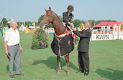 Winnaar 4 jarige paarden Plato met Hester Klompmaker<br />KWPN Paardendagen  Ermelo 2001<br />Photo © Dirk Caremans