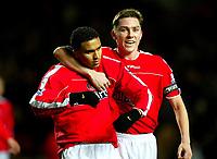 Fotball<br /> Premier League England 2004/2005<br /> Foto: BPI/Digitalsport<br /> NORWAY ONLY<br /> <br /> Charlton Athletic v Fulham <br /> FA Barclays Premiership<br /> 20/12/2004<br /> <br /> Jerome Thomas (L) celebrates his opener with skipper Matt Holland