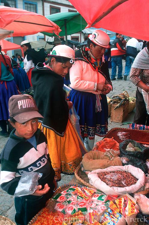 ECUADOR, HIGHLANDS, CANAR Canari Indians in outdoor market