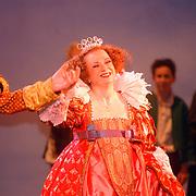 Premiere musical Doornroosje, Koninging Isabel, Nicky Langley
