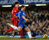 Photo: Daniel Hambury.<br />Chelsea v Liverpool. The Barclays Premiership. 05/02/2006.<br />Chelsea's Frank Lampard and Liverpool's Xabi Alonso battle.