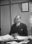 22/12/1955<br /> 12/22/1955<br /> 22 December 1955<br /> <br /> Mr Eades, General Manager F M Summerfield
