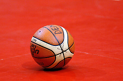 06-09-2006 BASKETBAL: NEDERLAND - SLOWAKIJE: GRONINGEN<br /> De basketballers hebben ook de tweede wedstrijd in de kwalificatiereeks voor het Europees kampioenschap in winst omgezet. In Groningen werd een overwinning geboekt op Slowakije: 71-63 / Basketbal bal - basket item<br /> ©2006-WWW.FOTOHOOGENDOORN.NL