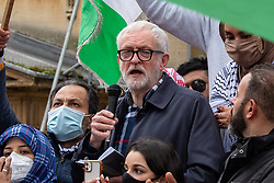© Licensed to London News Pictures. 16/05/2021. Oxford, UK. Former Labour Party leader Jeremy Corbyn addresses the crowd in Bonn Square at the 'Speak up for Palestine' demonstration held in Oxford, the crowd marched on the planned route from Manzil Way to Bonn Square in central Oxford. Photo credit: Peter Manning/LNP
