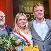 NLD/Amsterdam/20150430 - Uitreiking Mary Dresselhuys Prijs 2015, vader en moeder, oma en winnares Anniek Pheifer en partner Rene van Zinnicq Bergman