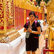 THA/Bangkok/20160729 - Vakantie Thailand 2016 Bangkok, biddende tempelgangers