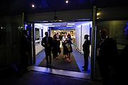 Sortie de juliette Binoche en fin de soirée par l'entrée des artistes pendant le Festival de Cannes
