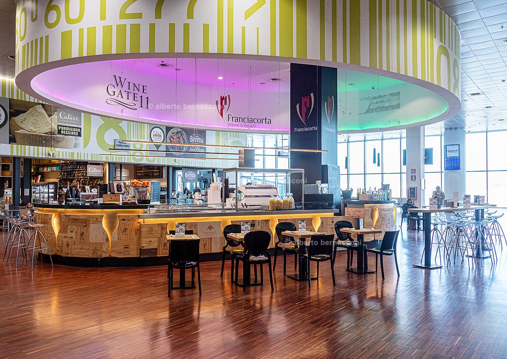 Bergamo, restaurants at Orio al Serio Airport, Wine gate 11