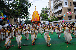June 25, 2017 - Kolkata, India - Students perform Odissi Dances ISKCON 46th Rath Yatra on June 25,2017 in Kolkata ,India.The three deities of Jagannath, Balabhadra and Subhadra are taken out in procession in specially made chariots called raths, which are pulled by devotees. (Credit Image: © Debajyoti Chakraborty/NurPhoto via ZUMA Press)