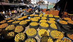 Oranges for sale are seen at a wholesale market in Bhopal, India, April 5, 2013. Oranges flooded the market due to bumper crop in this season here, April 5, 2013. Photo by Imago / i-Images...UK ONLY.