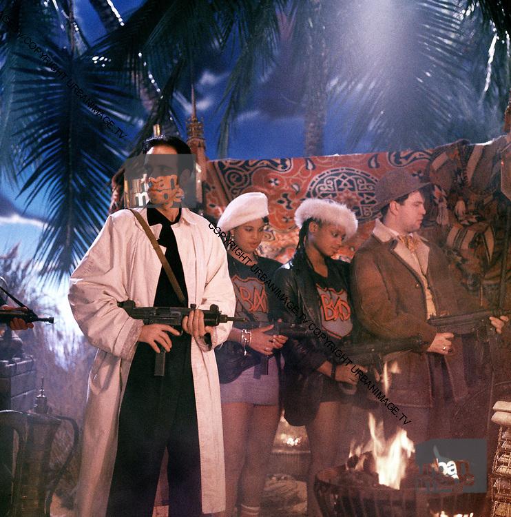 1986 Big Audio Dynamite - Medicine Show Video Shoot. Mick Jones, Nenah Cerry and Andi Oliver