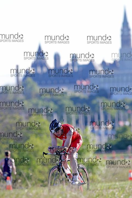 (Ottawa, Canada---10 August 2013)  Roger Carroll (524)  of Canada (CAN) competing in the 50-54 Male AG International Triathlon Union 2013 World Duathlon Championships (10 km run- 40 km bike- 5km run).