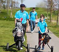 ZAANDAM - Open Golfdagen Zaanse Golf Club.  jeugd van de Zaanse met kinderen die voor het eerst kennismaken met golf. ondere begeleiding van coach. COPYRIGHT KOEN SUYK