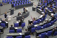 DEU, Deutschland, Germany, Berlin, 07.05.2020: Abgeordnete bei einer Abstimmung mit Handzeichen bei einer Plenarsitzung im Deutschen Bundestag. Um Ansteckungen von Abgeordneten mit dem Coronavirus zu vermeiden, darf nur jeder Dritte Stuhl besetzt werden, zwei Plätze dazwischen müssen frei gehalten werden.