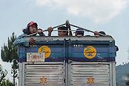Chapas,San Juan Chamula,ragazzi su un camioncino.
