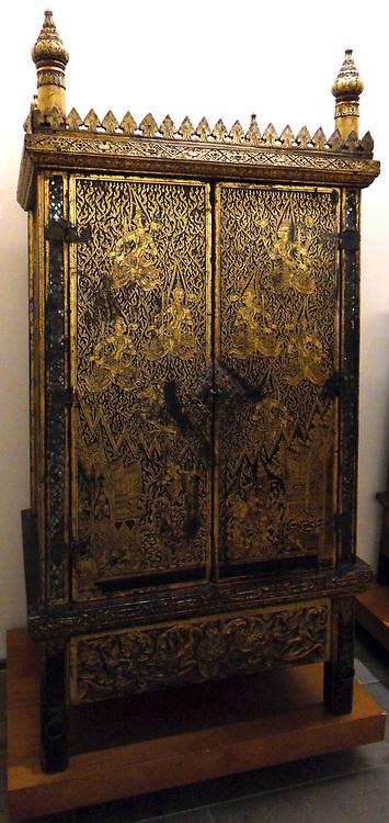 Writing desk or Cabinet Sutra. mid 19th century Thailand. Chakri dynasty (Ratanakosin Era) (1782-20th century) gilded, lacquer is teak