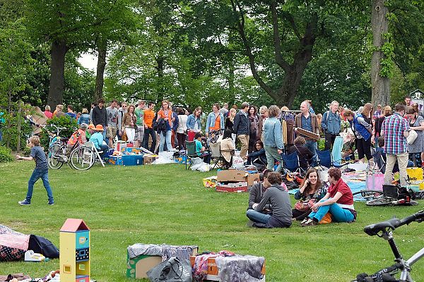 Nederland, Nijmegen, 26-4-2014Eerste, 1e Koningsdag. Vrijmarkt op het Valkhof.Foto: Flip Franssen/Hollandse Hoogte