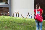 Een studente fotografeert de benen van eerstejaarsstudenten bij park Lepelenburg in Utrecht. Vandaag zijn in Utrecht de introductiedagen, onder de noemer UIT, van start gegaan. Eerstejaars studenten maken onder begeleiding van ouderejaars kennis met elkaar en de stad waar ze gaan studeren.<br /> <br /> A student is photographing the legs of new students during the introduction week of the Utrecht University.