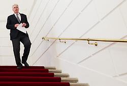 """02.05.2016, Finanzministerium, Wien, AUT, Bundesregierung, Pressestatement nach """"Bankomatgipfel"""" zwischen Finanzminister und Banken-Vertretern, im Bild Bundesminister für Finanzen Hans Jörg Schelling (ÖVP) // Austrian Minister of Finance Hans Joerg Schelling during press conference regarding to """"new cash machine fees"""" at finance ministry in Vienna, Austria on 2016/05/02, EXPA Pictures © 2016, PhotoCredit: EXPA/ Michael Gruber"""