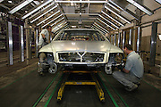 Mlada Boleslav/Tschechische Republik, Tschechien, CZE, 16.03.07: Mitarbeiter am Fertigungsband (Schweißstraße) mit einer Skoda Octavia Karosserie in der Skoda Autofabrik in Mlada Boleslav. Der tschechische Autohersteller Skoda ist ein Tochterunternehmen der Volkswagen Gruppe.<br /> <br /> Mlada Boleslav/Czech Republic, CZE, 16.03.07: Workers at the Skoda factory inspect Octavia vehicle body-frame on welding line at Skoda car factory in Mlada Boleslav. Czech car producer Skoda Auto is subsidiary of the German Volkswagen Group (VAG).