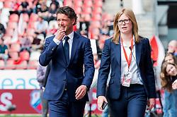(L-R) coach Jean-Paul de Jong of FC Utrecht, press officer Tamara Bouwmans of FC Utrecht during the Dutch Eredivisie match between FC Utrecht and ADO Den Haag at the Galgenwaard Stadium on April 08, 2018 in Utrecht, The Netherlands