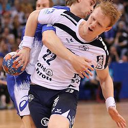 Hamburg, 24.05.2015, Sport, Handball, DKB Handball Bundesliga, HSV Handball - SG Flensburg-Handewitt : Richard Hanisch (HSV Handball, #20), Anders Zachariassen (SG Flensburg-Handewitt, #22)<br /> <br /> Foto © P-I-X.org *** Foto ist honorarpflichtig! *** Auf Anfrage in hoeherer Qualitaet/Aufloesung. Belegexemplar erbeten. Veroeffentlichung ausschliesslich fuer journalistisch-publizistische Zwecke. For editorial use only.