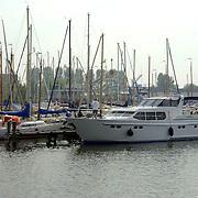 NLD/Huizen/20060607 - Luxe schepen in de haven van Huizen