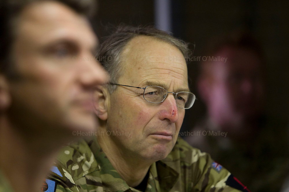Mcc0027461 . Daily Telegraph..Chief of Defence Staff General David Richards talking with the 3 Para Battlegroup's commander Lt Col James Coates during his visit to FOB Shazad today in the northern Nad e Ali district of Helmand Province...Helmand 28 November 2010