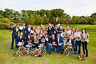 17-05-2015 NGF Competitie 2015, Hoofdklasse Heren - Dames Standaard - Finale, Golfsocieteit De Lage Vuursche, Den Dolder, Nederland. 17 mei. Dames en heren Noordwijkse 1 en 3: teams tijdens de prijsuitreiking..