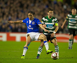 LIVERPOOL, ENGLAND - Tuesday, February 16, 2010: Everton's Steven Pienaar and Sporting Clube de Portugal's Joao Moutinho during the UEFA Europa League Round of 32 1st Leg match at Goodison Park. (Photo by: David Rawcliffe/Propaganda)